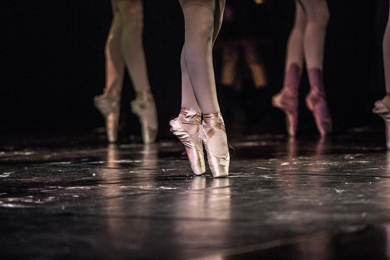 Fotografia sportiva. Ballerine sulle punte. Foto di Luca Finessi.